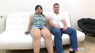 He sells his big boobed girlfriend to fuck some random guy hot sex vidéo