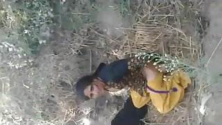 fucking neighbour bhabhi in the open field