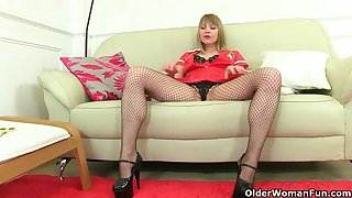 British milf Abi Toyne and Lucy Gresty work their pussy