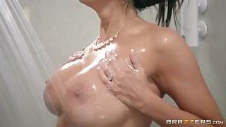 Brazzers - Step son catches Reagan Foxx in the shower