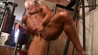 Female Bodybuilder Lisa Cross Plays w her Fucking Big Clit