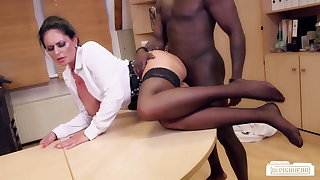 Bums Buero - German MILF sucks black cock at the office hot gay male skater boys sex video