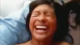 Guacala! (Mexicana recibiendo leche en la cara)