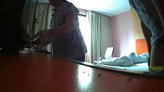 Flashing The hotel maid (4)
